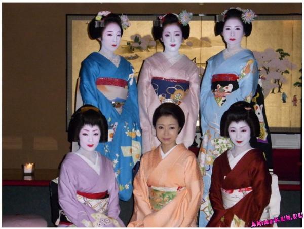 Церемония мидзуагэ у майко в районе Понтотё