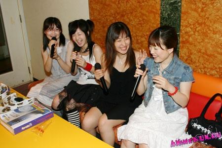 Японки в караоке