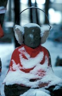 Истоки традиции одеватьДзидзо в красные одежки