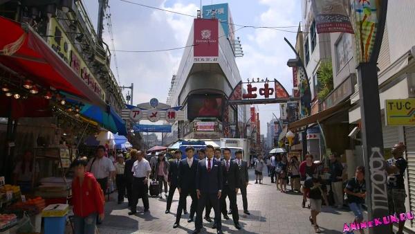 Японская группа World Order. Танцы в деловых костюмах